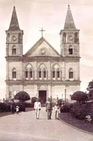 Várias reformas foram feitas ao decorrer dos anos. Em taipa, é o maior templo católico de Minas e um dos três maiores do Brasil.