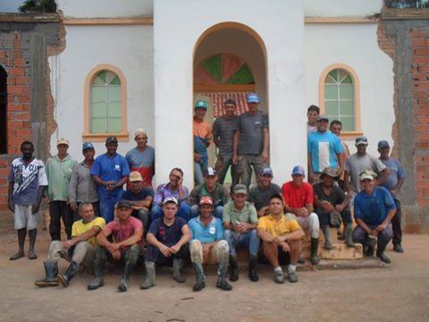 A União faz a força! Igreja em Cristina(MG) está sendo ampliada por participantes do Terço dos Homens local