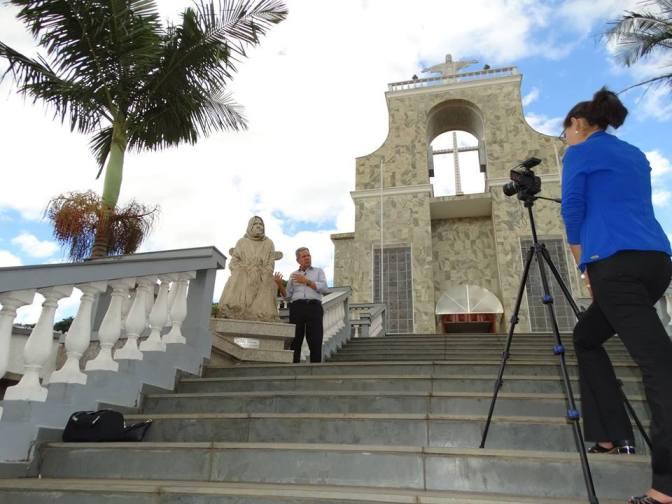 Professor Pelipe Aquino(TV Canção Nova) visita Baependi(MG) e faz documentário sobre Nhá Chica.