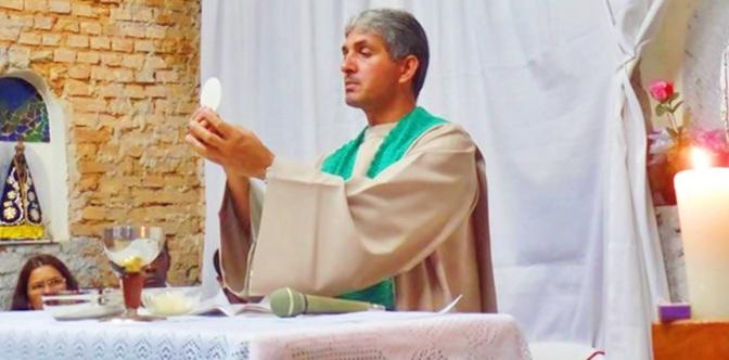 Comunidade N.Sª de Lourdes/Cristina(MG): Primeira missa na Igreja após metade das obras concluídas-Paróquia Divino Espírito Santo