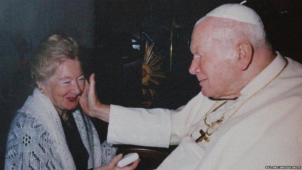 """A MENTIRA É DESMENTIDA: Um boato na BBC?  João Paulo II não teve """"intensa relação"""" com uma mulher casada"""