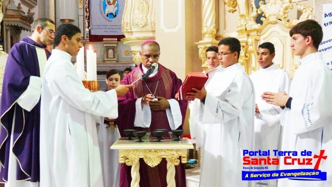 CINZAS: Fiéis lotam Catedral em Campanha, missa de cinzas celebrada por Dom Pedro Cunha Cruz, bispo Diocesano
