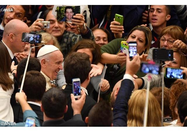 Papa Francisco: Misericórdia é também dar bom conselho e ensinar valores