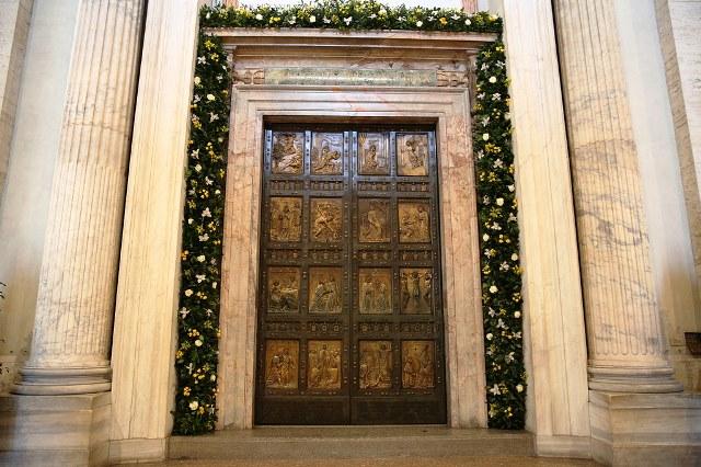 Domingo, 13 de novembro, serão fechadas as Portas Santas no mundo: Ainda pode cruzá-las