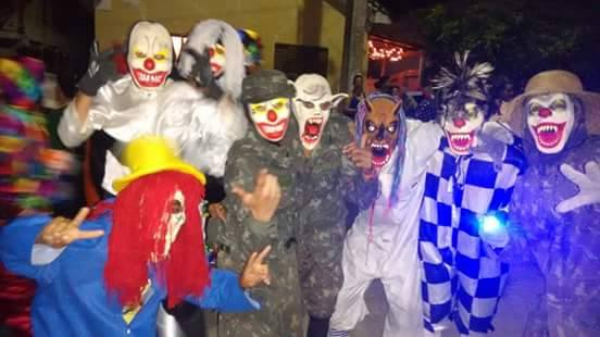 Heresia no Sul de Minas: Folia de Reis cultura Católica se transforma em carnaval fora de época.