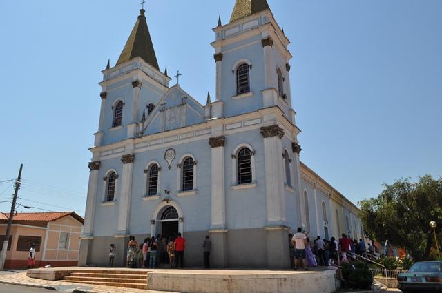 NOTÍCIAS: Imagem de Nossa Sra. Aparecida é furtada de igreja em Três Pontas/MG