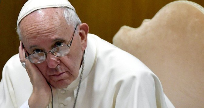 Papa: não fechemos nosso coração diante dos pobres
