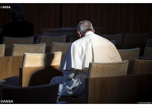 Papa deixa o Vaticano para os exercícios espirituais da Quaresma