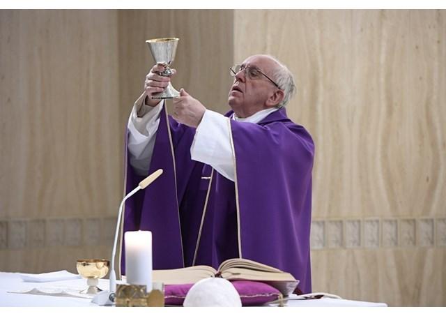 """""""A cruz não é um ornamento, mas o Deus que se fez pecado"""""""
