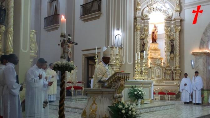 """Dom Pedro proclama a Páscoa do Senhor na noite da Vigília Pascal em Campanha/MG – """"A vigília das vigílias, aleluia Ele ressurgiu"""""""