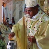Missa da Unidade Diocesana: Fiéis lotam a Catedral da Campanha/MG em Celebração do Santo Crisma