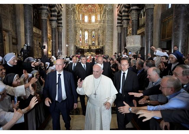 Papa aos religiosos: a vida cristã é movimento