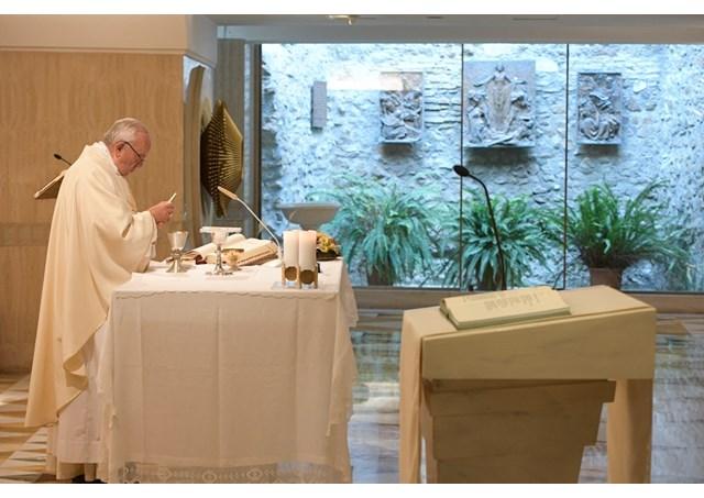 Fazer-se pequeno para ouvir a voz do Senhor, diz Papa Francisco