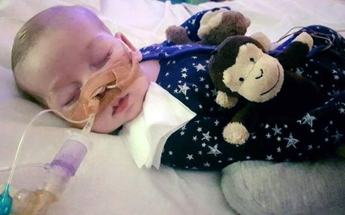 Bebê Charlie Gard morre no Reino Unido após batalha judicial
