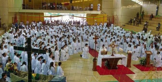 II Encontro Diocesano de Acólitos em Caxambu/MG – Servidores do altar em oração!