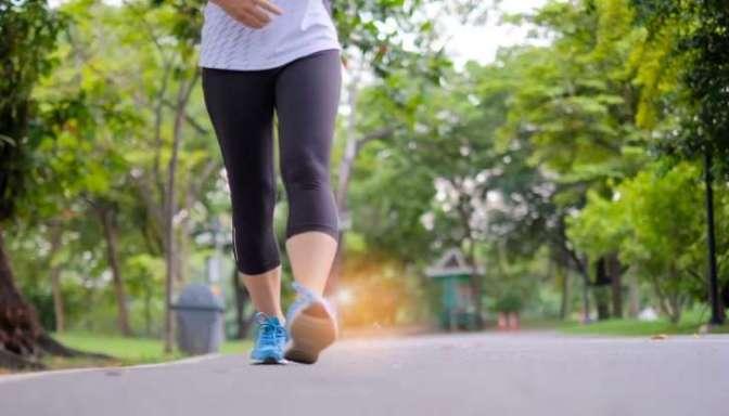 SAÚDE: Caminhar emagrece mais do que ir à academia só se 3 regras forem seguidas à risca.