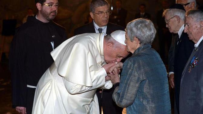 Papa Francisco convida a rezar pelos idosos, em dezembro