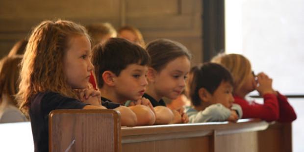 Pais, saibam como despertar o valor da Santa Missa nas crianças – Prof. Felipe Aquino