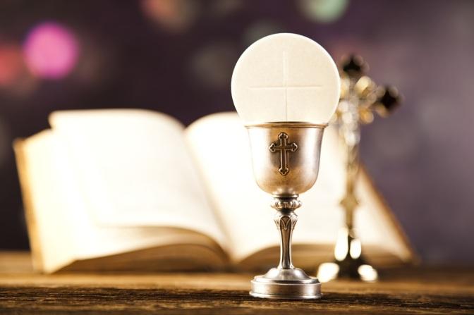 Qual a diferença entre sacramentos e sacramentais?