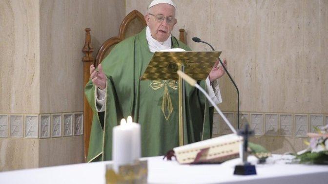 Papa: o cristão reza pelo seu inimigo e o ama